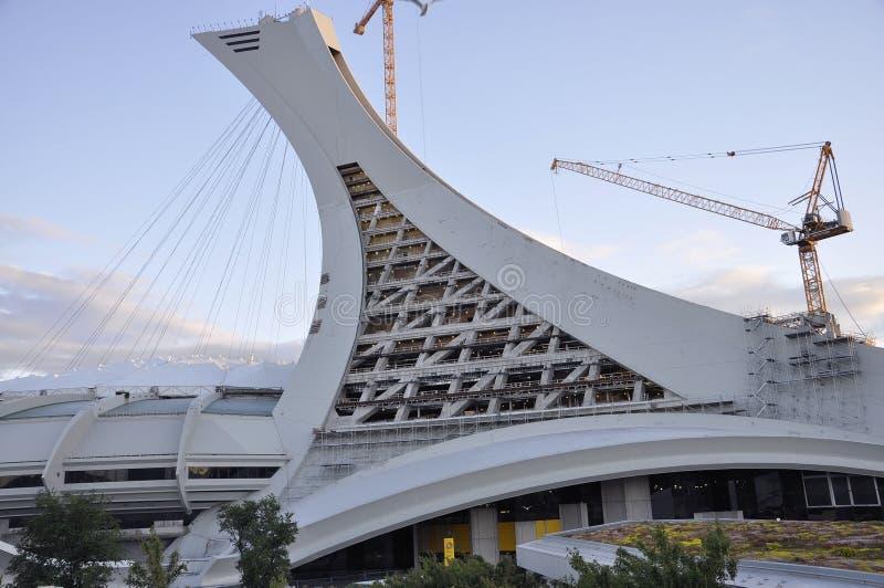 Montreal, o 27 de junho: Parque olímpico com a torre inclinado icónica de Montreal na província de Quebeque de Canadá fotos de stock