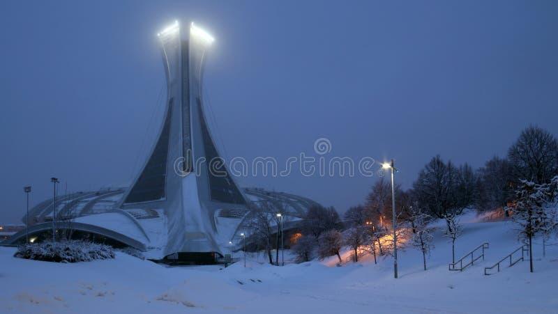 Montreal Olimpijski Parc pod śniegiem przy nocą obraz stock