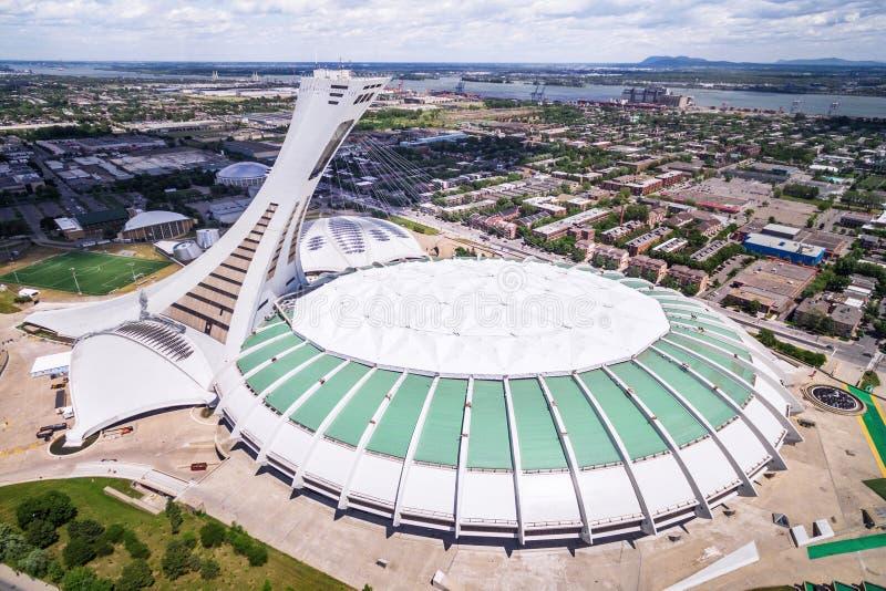 Montreal Olympic Stadium och torn, flyg- sikt royaltyfria bilder