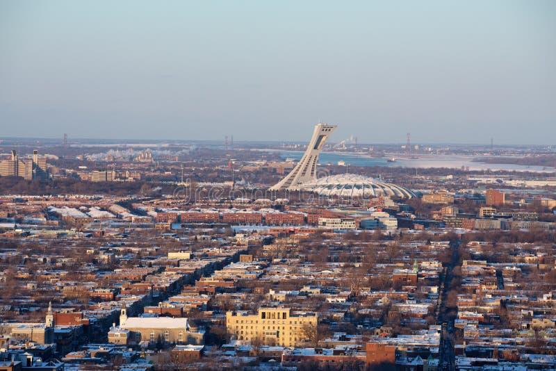 Montreal pejzaż miejski z Olimpijskim Satdium fotografia stock