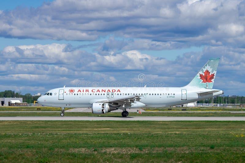 Montreal, Quebec - 07-06-2018: Air Canada c-FFWI die aan YUL van YYZ landen royalty-vrije stock fotografie