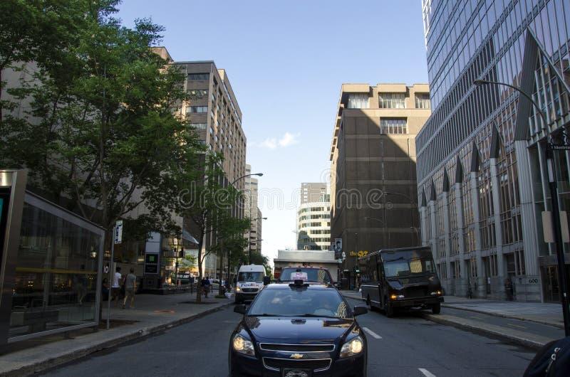 Montreal, Quebec, Canadá - 18 de julio de 2016 - calle genérica adentro abajo fotografía de archivo