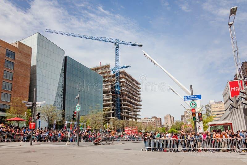 Montreal, Quebec, Canada - Mei 21, 2017: Place des Festivals - openluchtgebeurtenisruimte Menigtewachten stock afbeeldingen