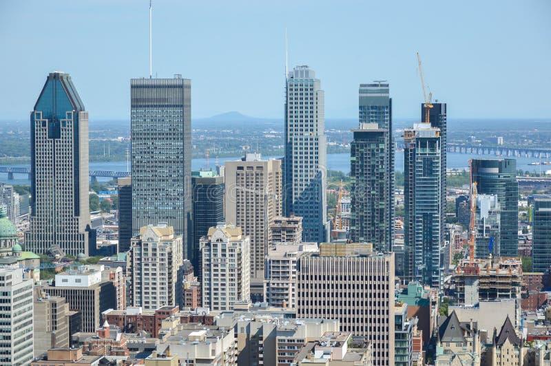 Montreal-Skyline im Sommer stockbilder