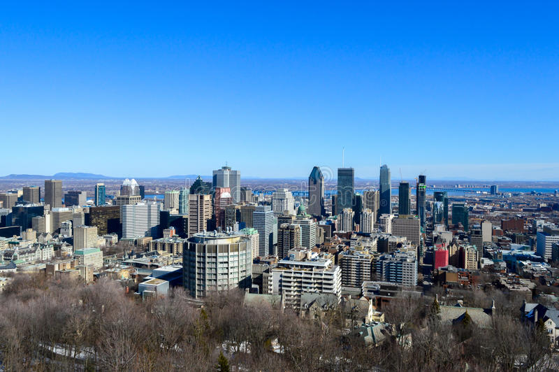 Montreal-Skyline im Winter lizenzfreie stockfotografie