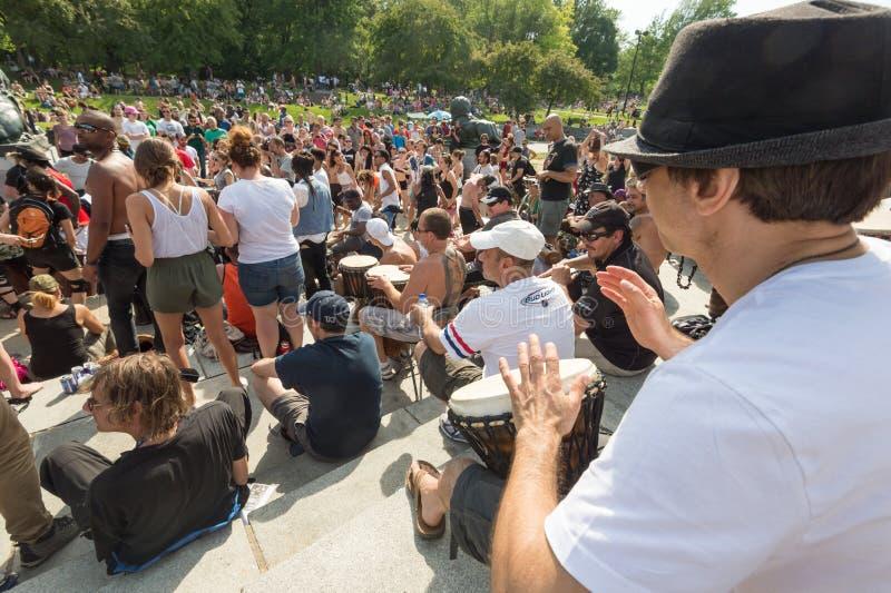 Montreal-Tam-Tams, die Sitzungen trommeln, finden an Sonntagen in MoU statt stockfoto