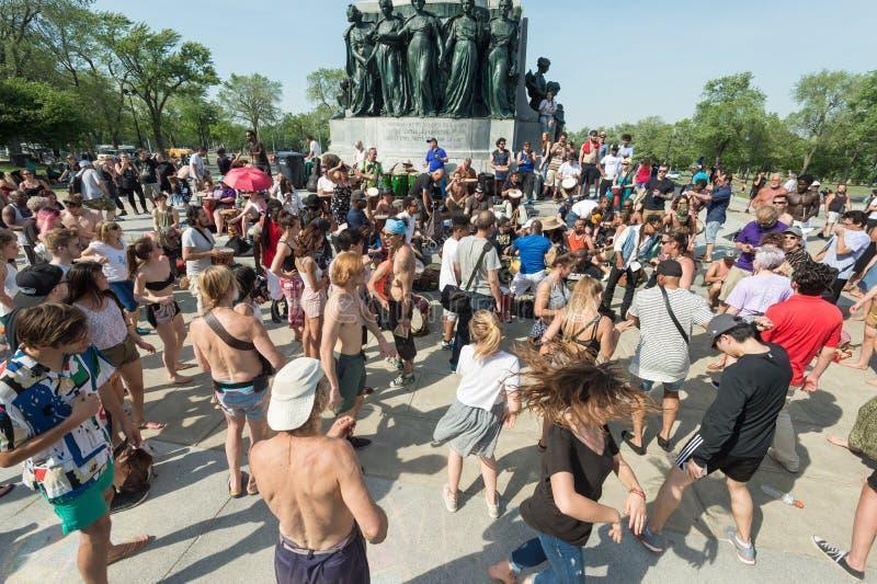 Montreal-Tam-Tams, die Sitzungen trommeln, finden an Sonntagen in MoU statt stockfotografie