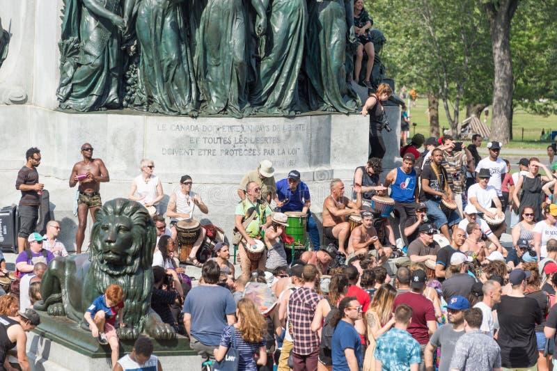 Montreal-Tam-Tams, die Sitzungen trommeln, finden an Sonntagen in MoU statt stockfotos