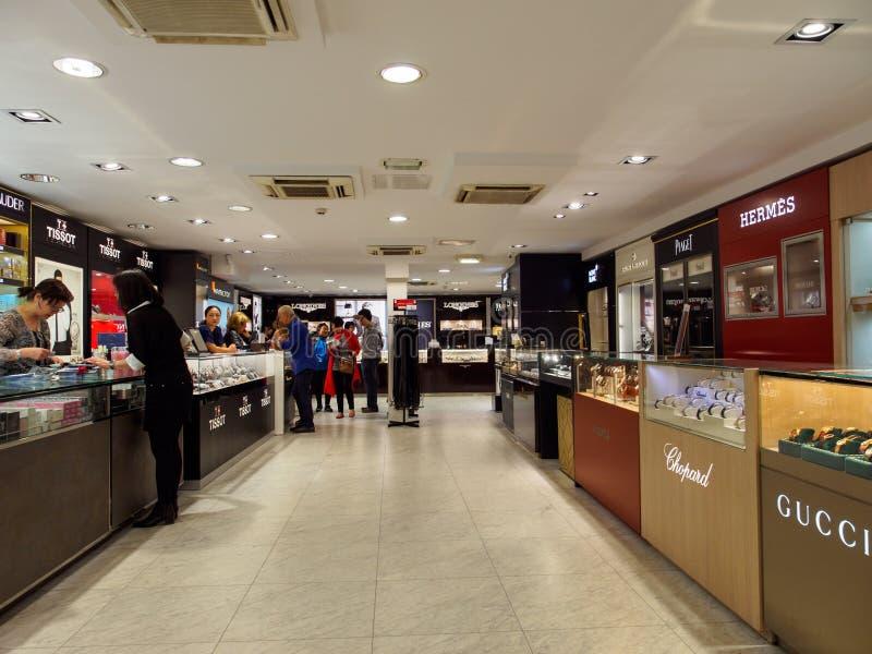 Montres de luxe au magasin de remboursement d'impôt fiscal, Paris, France photo stock