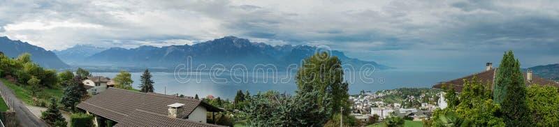 MONTREUX/SWITZERLAND - WRZESIEŃ 16: Panoramiczny widok jeziora Gen fotografia stock