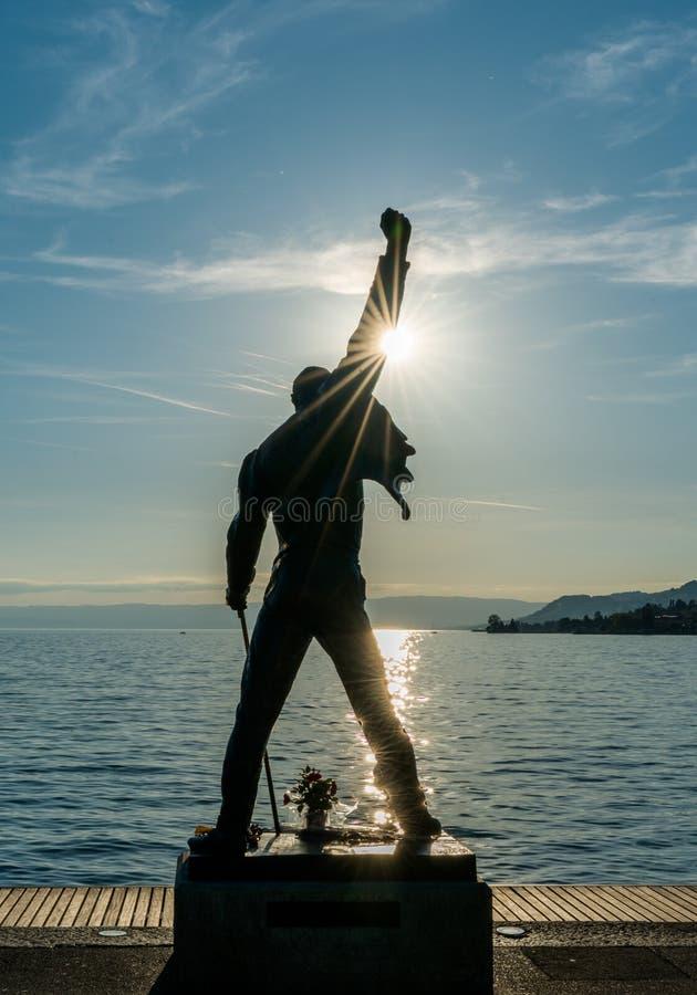 Montreux, VD/Suisse - 31 mai 2019 : Freddie Mercury Memorial Statue sur les rivages du Lac Léman à Montreux au coucher du soleil photos libres de droits