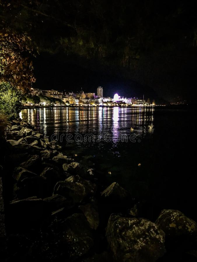 Montreux vid natt royaltyfri fotografi