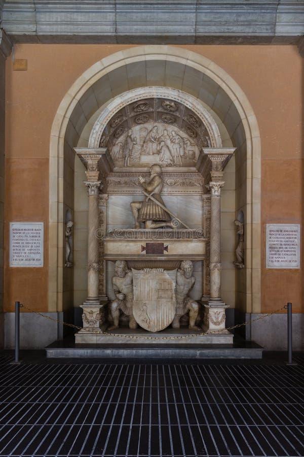 Montserrat Spanien, September 20th, 2016: Monument inom av Santa Maria de Montserrat Abbey Abadia de Montserrat royaltyfri fotografi