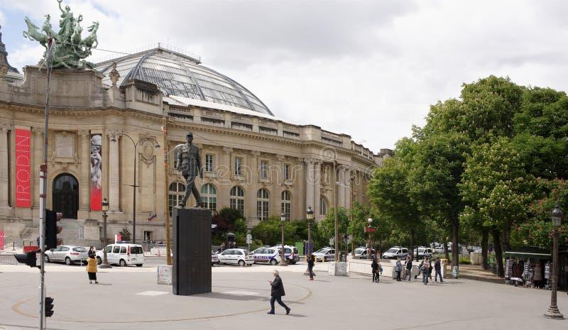 Monument à Charles de Gaulle sur l'endroit Clemenceau Promenade de citoyens photographie stock libre de droits