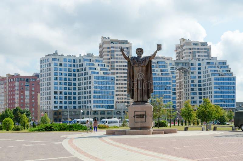 Monument à Francis Skaryna près de Bibliothèque nationale du Belarus, Minsk images libres de droits