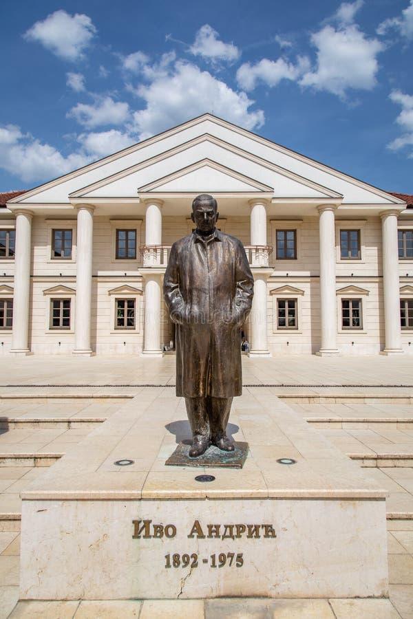 Monument à Ivo Andric sur la place d'Andricgrad photos libres de droits