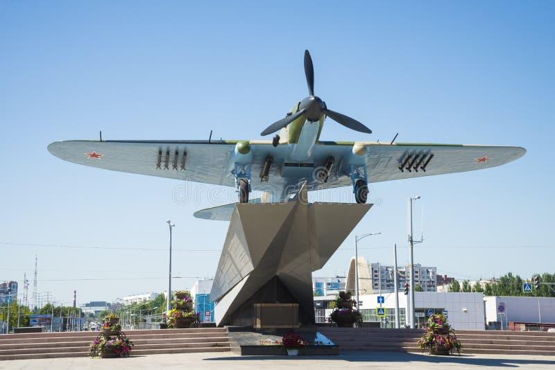 Monument à l'Il-2, qui a combattu dans la deuxième guerre mondiale et installé en Samara Russia Un jour ensoleillé d'été photo libre de droits