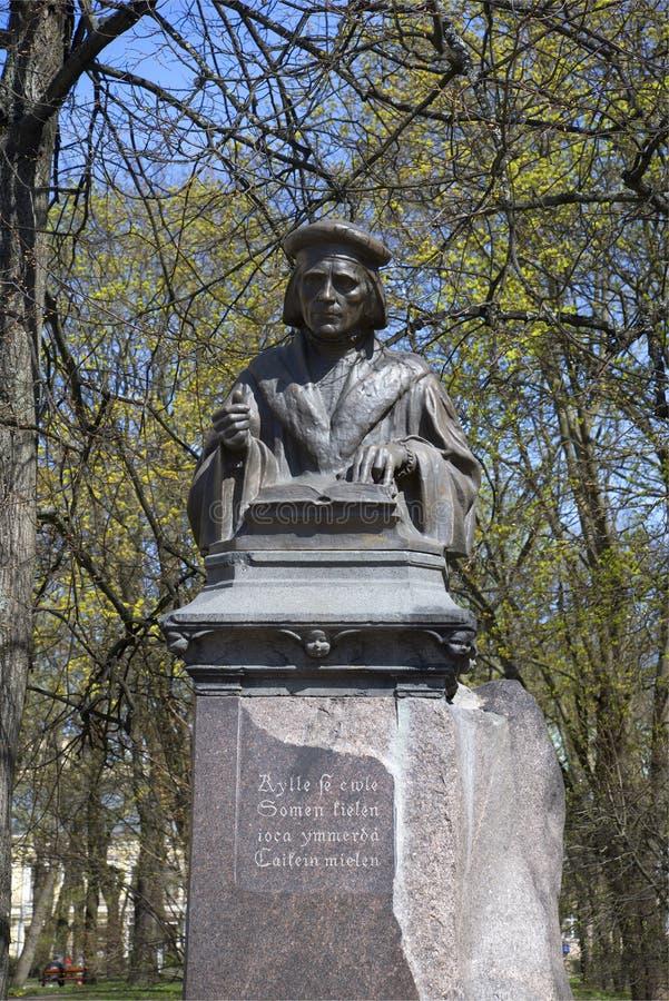Monument à Mikael Agricola Jour de Sunny May Vyborg images libres de droits