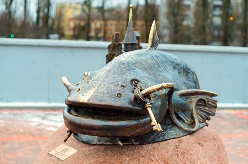 """Monument """"poisson-chat """", un monument en bronze au """"poisson-chat de poissons """" photos stock"""