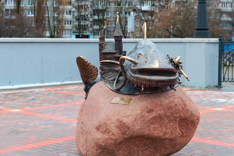 """Monument """"poisson-chat """", un monument en bronze au """"poisson-chat de poissons """" photo libre de droits"""