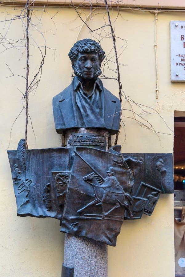 Monument aan Alexander Pushkin op John Lennon Street in Heilige Petersburg, Rusland stock afbeeldingen