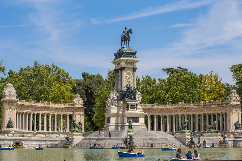 Monument aan Alfonso XII in het Parque del Buen Retiro ` Park van de Prettige Terugtocht `, Madrid, Spanje royalty-vrije stock fotografie