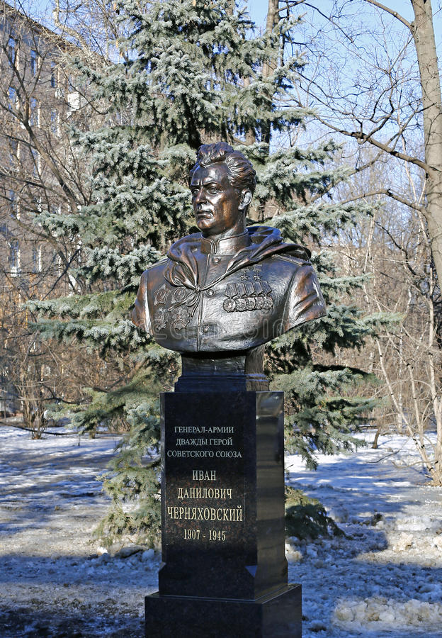 Monument aan Algemeen van het Leger, tweemaal Held van de Sovjetunie Ivan Chernyakhovsky royalty-vrije stock afbeelding