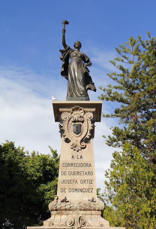 Monument aan corregidora I stock afbeeldingen