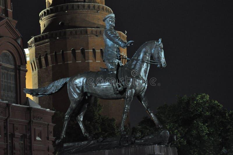 Monument aan de grote Hofmaarschalk Zhukov stock afbeeldingen
