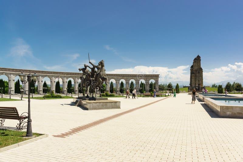 Monument aan de Ingush-Wilde afdeling van het cavalerieregiment op het grondgebied van het Gedenkteken van geheugen en glorie Toe royalty-vrije stock afbeelding
