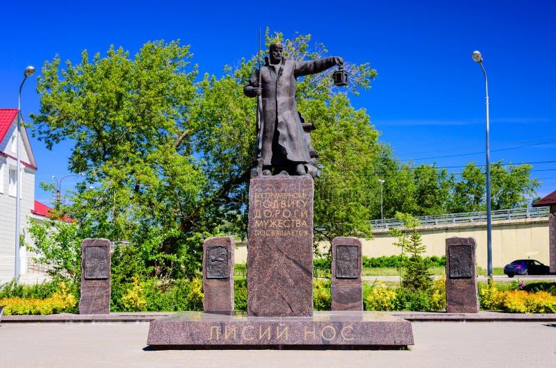 Monument aan de weg van moed in de grote Patriottische oorlog stock foto's