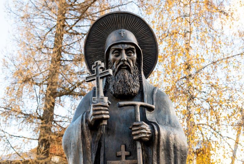 Monument aan Eerbiedwaardig Cornelius Igumen de Abt van de Holen van Pskov stock afbeelding