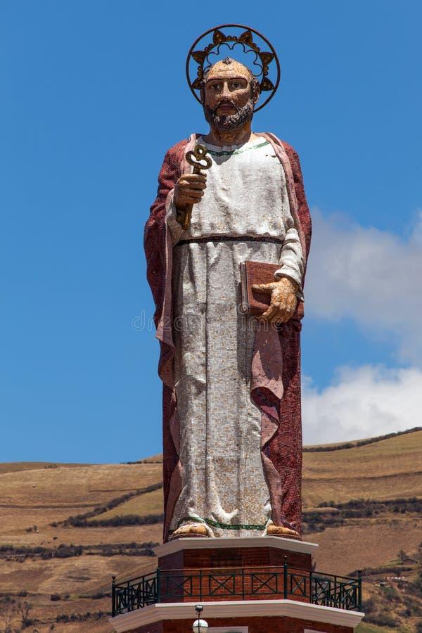 Monument aan Heilige Peter in Alausi, Ecuador royalty-vrije stock afbeeldingen