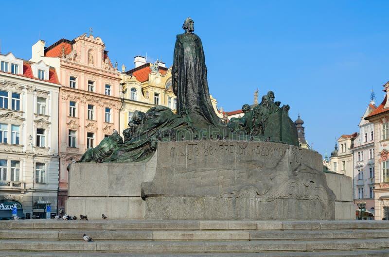 Monument aan Jan Hus op Oud Stadsvierkant in Praag, Tsjechische Republiek stock foto's