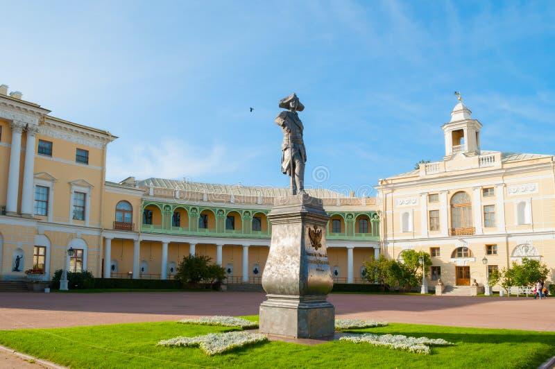 Monument aan keizer Paul I voor Pavlovsk Paleis, de zomerpaleis van keizer in Pavlovsk, St. Petersburg, Rusland stock afbeelding