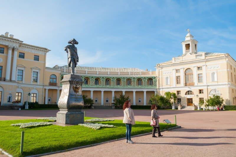 Monument aan keizer Paul I voor Pavlovsk Paleis, paleis van keizer in Pavlovsk, St. Petersburg, Rusland stock foto's