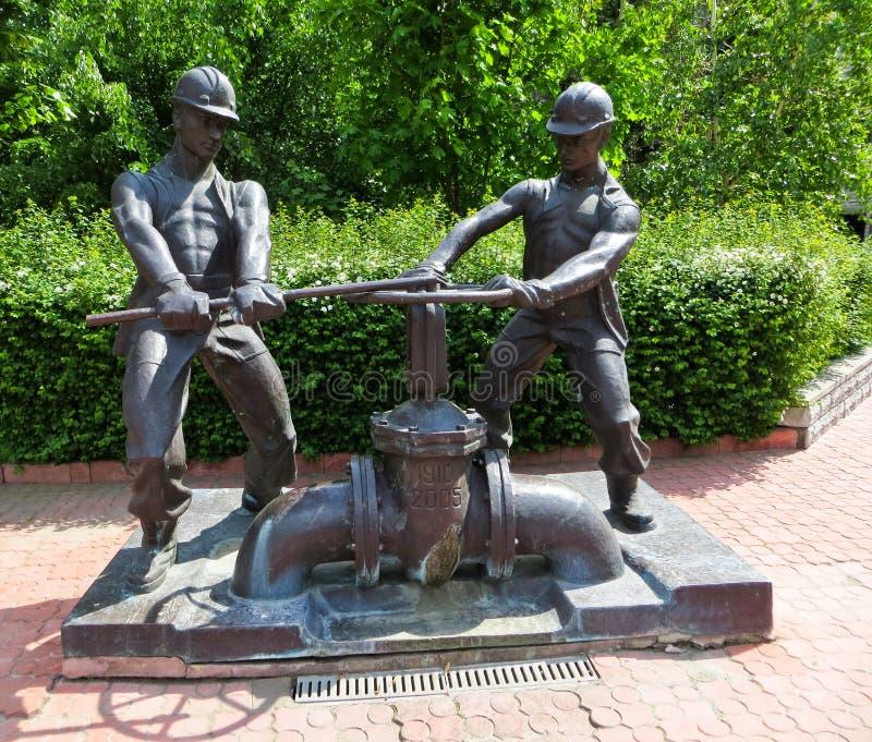 Monument aan loodgieters in Kremenchuk, de Oekraïne stock afbeeldingen