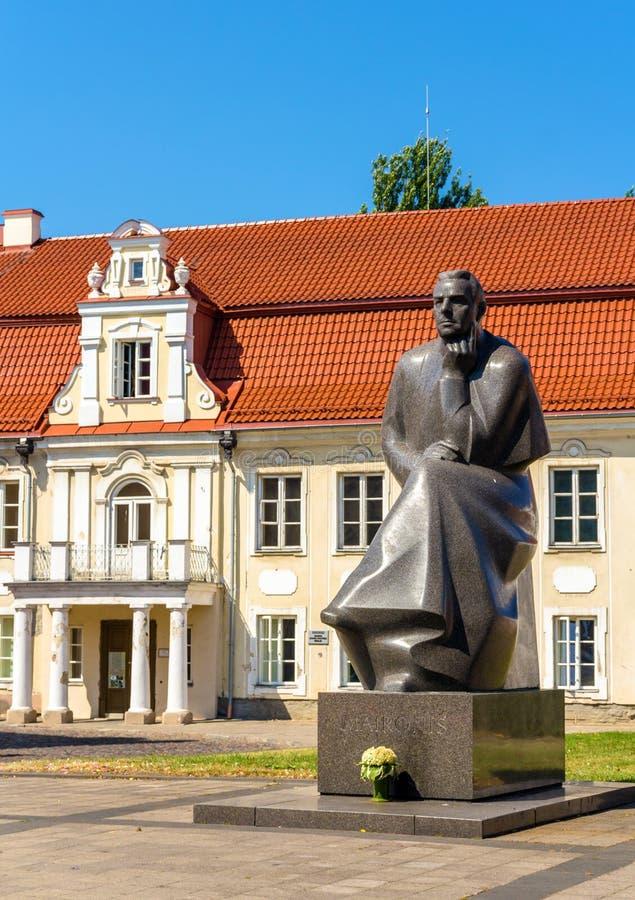 Monument aan Maironis in Kaunas royalty-vrije stock afbeeldingen