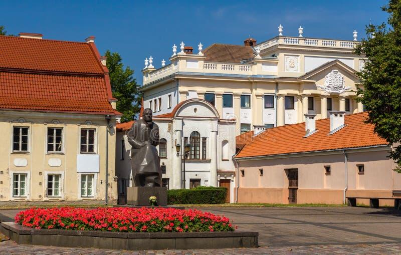 Monument aan Maironis in Kaunas stock afbeeldingen