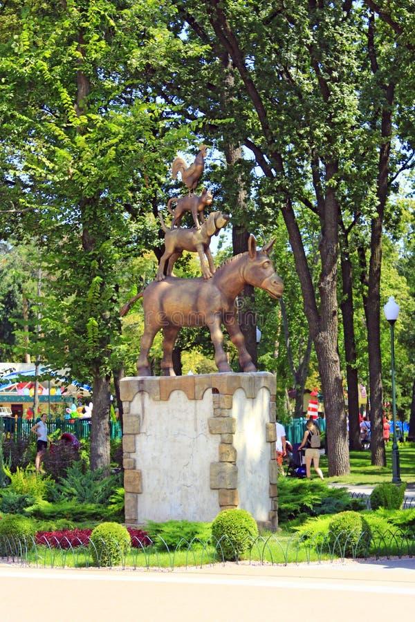 Monument aan musici van Bremen in stadspark van Kharkiv stock afbeeldingen