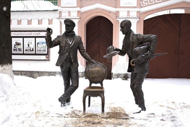 Monument aan Ostap-Buigmachine en Kisa Vorobyaninov - Cheboksary stock afbeeldingen