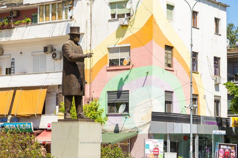Monument aan President Thomas Woodrow Wilson in het centrum van Tirana, Albanië royalty-vrije stock foto
