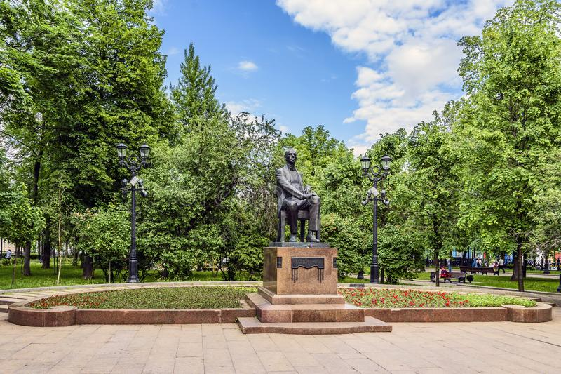 Monument aan Russische componist, pianist en leider Sergey Rakhmaninov op Hartstochtsboulevard De vroege lente, Moskou, Rusland stock afbeelding