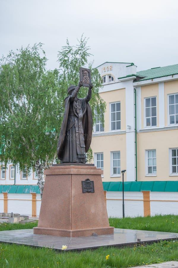 Monument Aartsbisschop Gury in de wereld Grigory Rugotin, de stad van Cheboksary, Chuvash Republiek Rusland 05/20/2016 royalty-vrije stock afbeelding