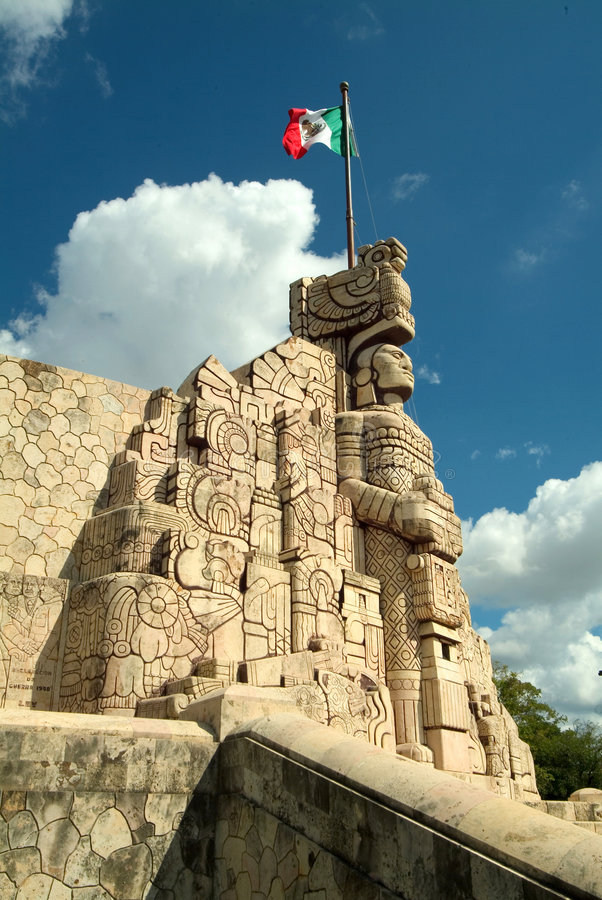 Free Monument And Flag In Yucatan Stock Images - 7341554