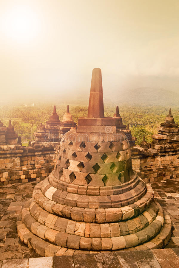 Monument antique de temple bouddhiste de Borobudur au lever de soleil, Yogyakarta, Java Indonesia image stock