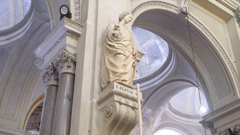 Monument antique en Europe Sculpture antique dans une de la ville de l'Europe barre Statue célèbre antique image stock