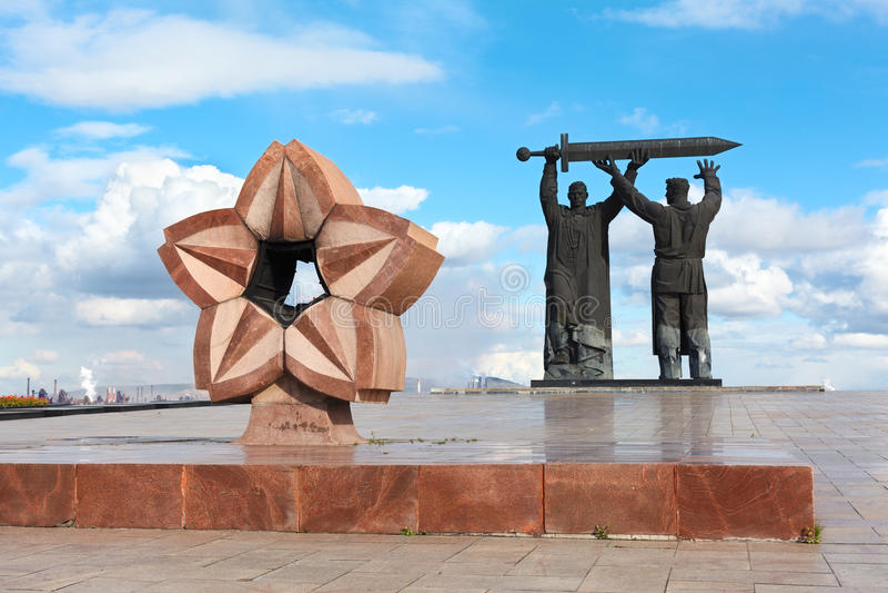 Monument Arrière-avant dans Magnitogorsk, Russie images libres de droits