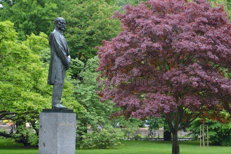 Monument au compositeur Antonin Dvorak à Karlovy Vary, le Cze image libre de droits