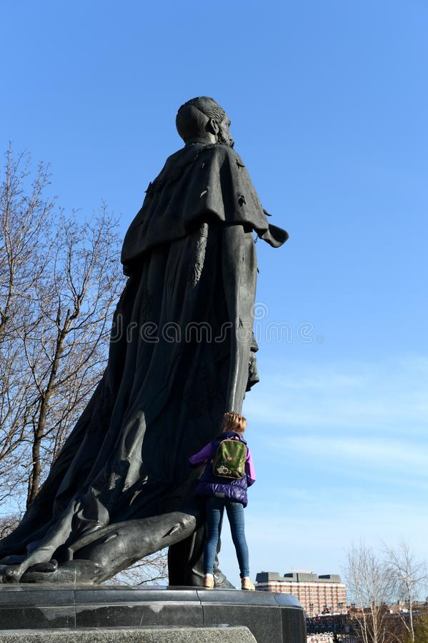 Monument au libérateur d'Alexandre II près de la cathédrale du Christ le sauveur à Moscou image stock